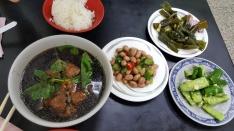 Unglamouröses Mittagessen: Fisch in Kräutersuppe, Beilagen für Y